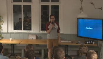 Louis Hoebregts speaking in front of an audience.